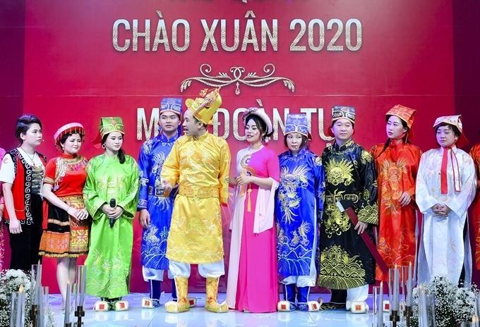Chương trình có phần tiểu phẩm Táo quân do các nghệ sĩ không chuyên biểu diễn với nội dung tổng kết những sự kiện thời sự, văn hóa, kinh tế trong năm 2019.