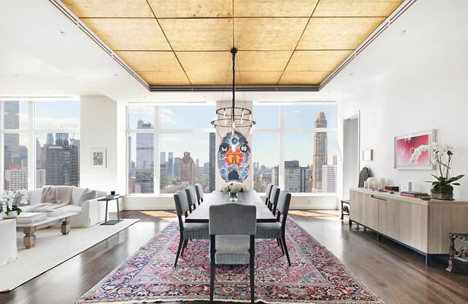 Căn hộ của Jennifer rộng 380m2, nằm ở tầng trên cùng một tòa nhà 30 tầng.