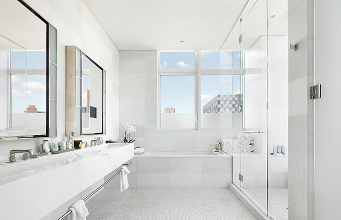 Không gian sang trọng của phòng tắm.
