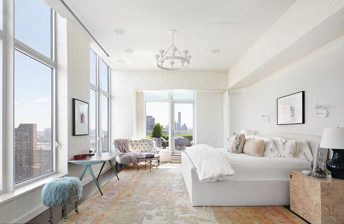 Phòng ngủ chọn tông màu trắng sáng.