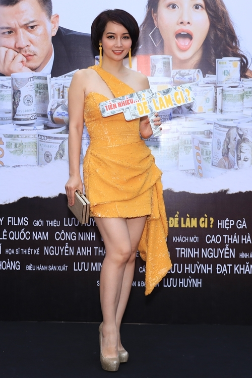 Diễn viên - nhà sản xuất - đạo diễn Mai Thu Huyền đến xem phim của các đồng nghiệp. Thời gian này, cô đang tất bật tìm diễn viên cho phim điện ảnh Kiều do cô đầu tư sản xuất và làm đạo diễn.