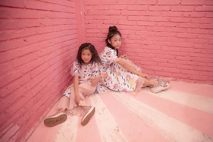 Bộ ảnh được thực hiện với sự hỗ trợ của nhiếp ảnh Edi Luong, trang điểmNguyễn Bobby -Mykool Lê, người mẫu Bảo Hà, Eva Wu, Ana Wu.