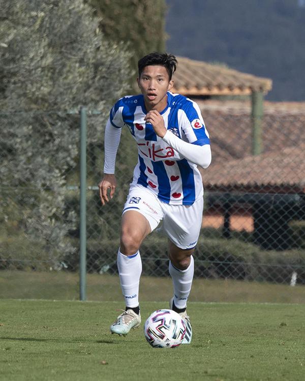 Văn Hậu trong chuyến tập huấn tại Tây Ban Nha. Anh vẫn chưa được ra sân một phút nào tại giải vô địch quốc gia Hà Lan. Ảnh: ĐVH.
