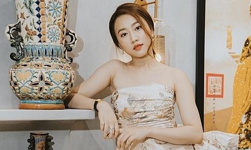 Huỳnh Hồng Loan từng bán hàng rong mưu sinh