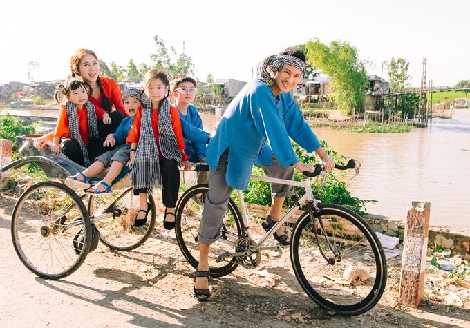 Vợ chồng Lý Hải - Minh Hà cùng 4 nhóc tỳ mặc trang phục bà ba về Cần Thơ, An Giang làm phim Lật mặt: 48h kết hợp chụp ảnh Tết.