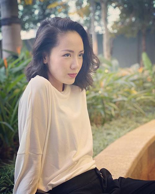 Phương Linh sinh năm 1984, tức Giáp Tý và là một trong số ít nữ nghệ sĩ sinh năm này vẫn độc thân. Nữ ca sĩ được nhiều người chú ý từ khi tham gia cuộc thi Sao Mai 2005 và Sao Mai điểm hẹn 2006. Từ đó, Phương Linh gắn liền với những bản tình ca.