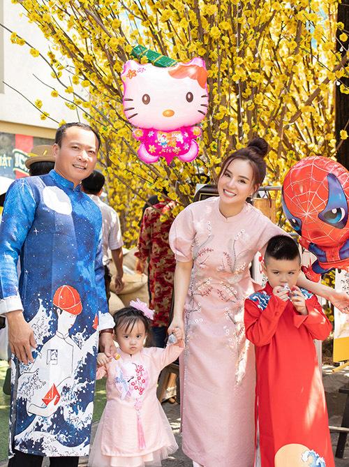 Vy Oanh hạnh phúc bên ông xã doanh nhân và hai con đủ cả trai và gái.