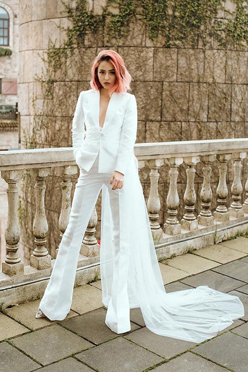 Hoà chung nhịp chảy thời trang đương đại, Thịnh Nguyễn đem đến cho cô dâu thiết kế suit cưới cá tính.