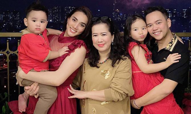 Trang Nhung ra Hà Nội ăn Tết cùng gia đình chồng