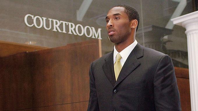 Kobe Bryan hầu toà năm 2003. Ảnh: HR.