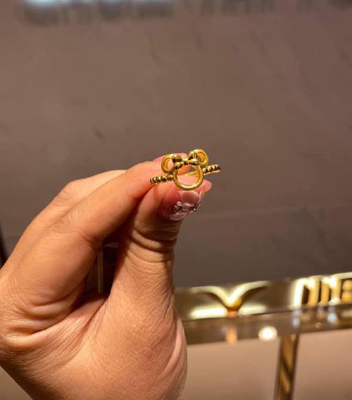 Nhẫn vàng cho ngày vía thần tài (mồng 10 âm lịch) của người châu Á cũng được thiết kế theo hình chuột Mickey.