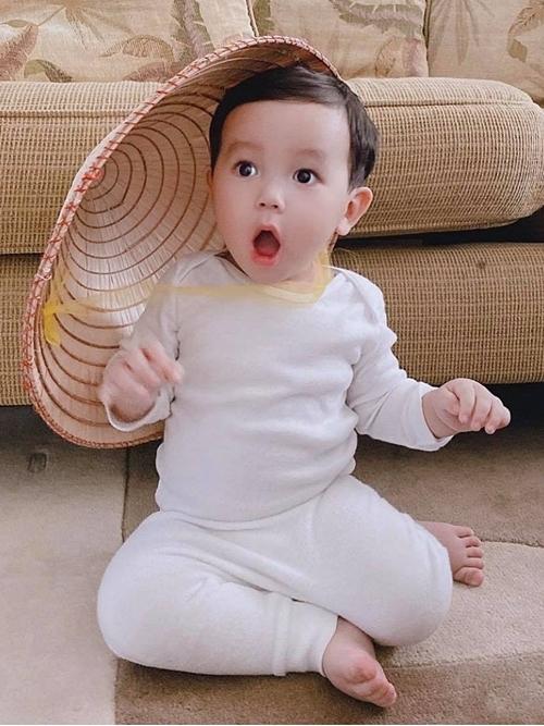 Phạm Hương hạnh phúc khi con trai phát triển tốt, năng động và có chiều cao vượt trội so với trẻ em cùng tuổi ở Mỹ.
