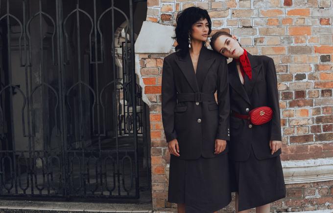Những trào lưu ăn mặc thịnh hành như blazer dáng rộng, váy vạt quấn, váy vest cũng được Hà Kinocập nhật trong bộ sưu tập đầu tay.