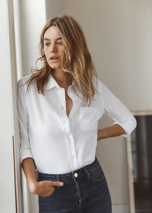 Những sơ mi trắng phom cơ bản dễ sử dụng và luôn khiến người mặc có được sự trẻ trung, chỉn chu khi đến văn phòng.