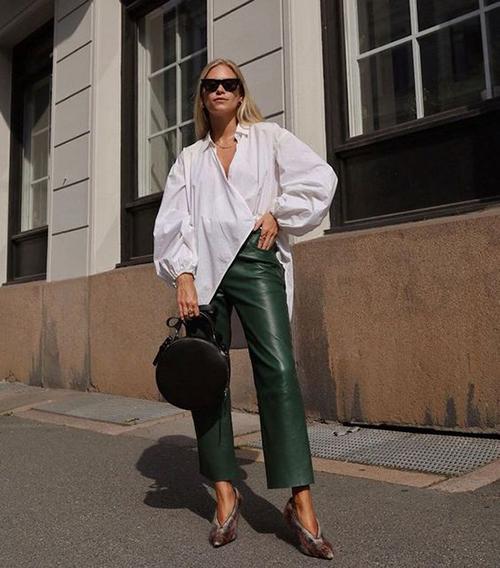 Sơ mi tay bồng, vai bồng là xu hướng thịnh hành ở mùa mốt 2018/2019. Bước qua mùa thời trang mới, các mẫu áo cách điệu này vẫn tạo nên sức hút.