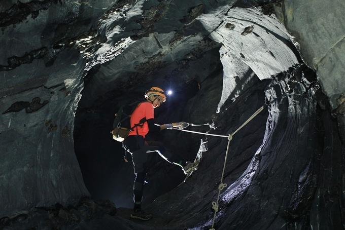 Trong chuyến thám hiểm, H'Hen Niê đã bị trượt té, va đập vào đá khi chinh phục Bức tường Việt Nam trong ngày cuối cùng. Người đẹp cho biết cô đã cảm thấy khủng khiếp vì sợ độ cao. Hoa hậu phải nghỉ một hồi lâu để bình tĩnh tiếp tục 60km đường đi còn lại.