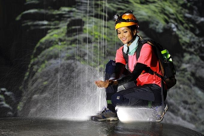 [Caption]Chuyến thám hiểm hang Sơn Đoòng của H'Hen Niê cùng các thành viên không chỉ khám phá vẻ đẹp của hang mà còn có mục đích khảo sát tình hình mực nước của hang, chuẩn bị cho hoạt động mở cửa du lịch 2020.