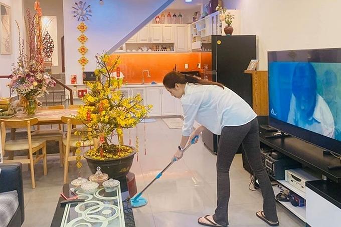 Khánh Vân: Tôi chưa tự thưởng món đồ nào từ khi thành hoa hậu - 1