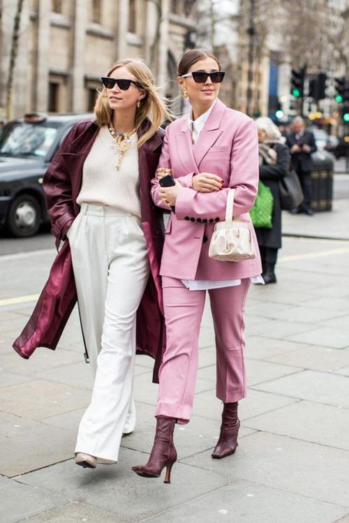 Sắc hồng thể hiện sức hút mạnh mẽ và khá bền bỉ trong xu hướng thời trang. Bằng chứng là chúng luôn được yêu thích từ mùa xuân hè 2018 đến tận thời điểm này.