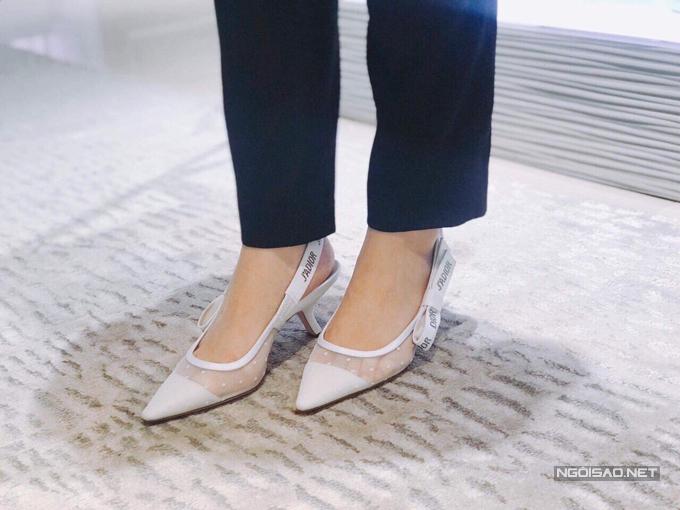 Đôi giày cưới mà Quỳnh Anh sẽ diện.