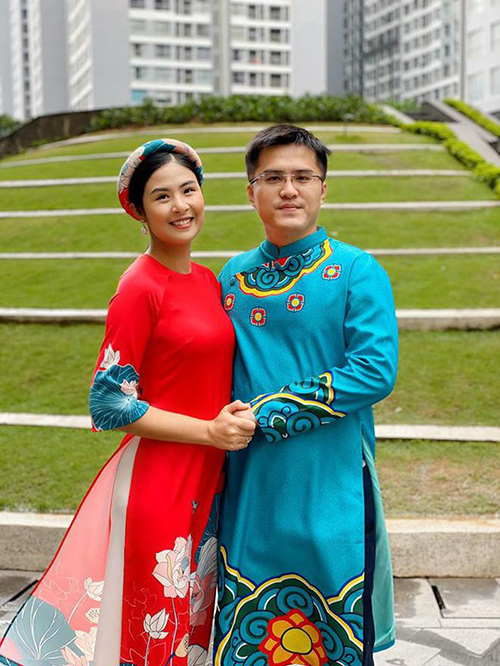 Cả hai được khen xứng đôi vừa lứa. Chồng chưa cưới của Ngọc Hân tên Phú Đạt, hiện làm trong lĩnh vực ngoại giao.