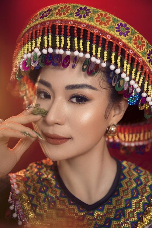 Con gái nuôi của anh hài Hoài Linh được đặt biệt danh Sơn nữ bolero sau khi gây ấn tượng tại cuộc thi Solo cùng bolero 2016.