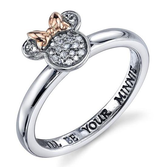 Sau Tết Nguyên đán của người châu Á là đến lễ tình nhân, vì thế các kiểu nhẫn cặp, nhẫn khắc tên hay slogan cũng nhanh chóng được ra mắt.