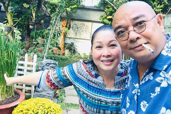 [Caption Nghệ sĩ Hồng Vân cho biết chồng chị mua mảnh đất ở Long Hải (Vũng Tàu) từ nhiều năm trước. Họ dành nhiều thời gian hoàn thành từng hạng mục công trình. Họ dùng nơi này để tiếp đãi bạn bè dịp cuối tuần, nghỉ lễ.