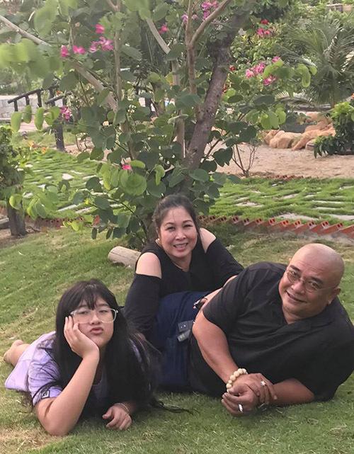 Hồng Vân - Lê Tuấn Anh kết hôn được 16 năm, có chung con gái Bí Ngô. Cuộc sống của hai nghệ sĩ luôn đầm ấm, hạnh phúc, khiến nhiều người ngưỡng mộ.
