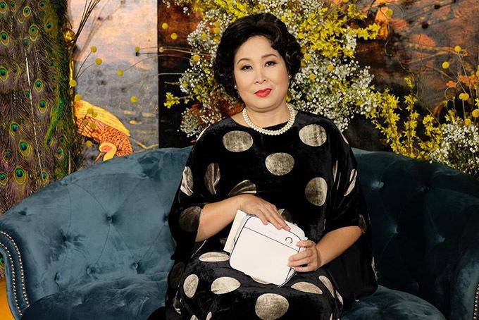 Nữ nghệ sĩ chia sẻ chị khá buồn vì dịch viêm phổi corona đang hoành hành nên hầu hết show diễn, sự kiện giải trí bị huỷ khiến chị không có cơ hội mặc đẹp đi giao lưu với khán giả.