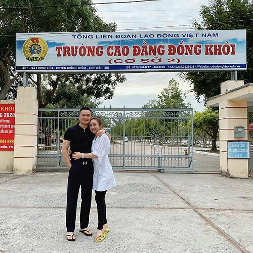 Về miền Tây sông nước hiền hoà, hai cậu mợ rất nà nông dân, Lý Thùy Chang bình luận về bức ảnh tình tứ bên bạn trai Chi Bảo khi về Bến Tre.