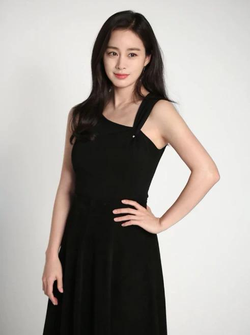 Sắc vóc Kim Tae Hee sau sinh - 1