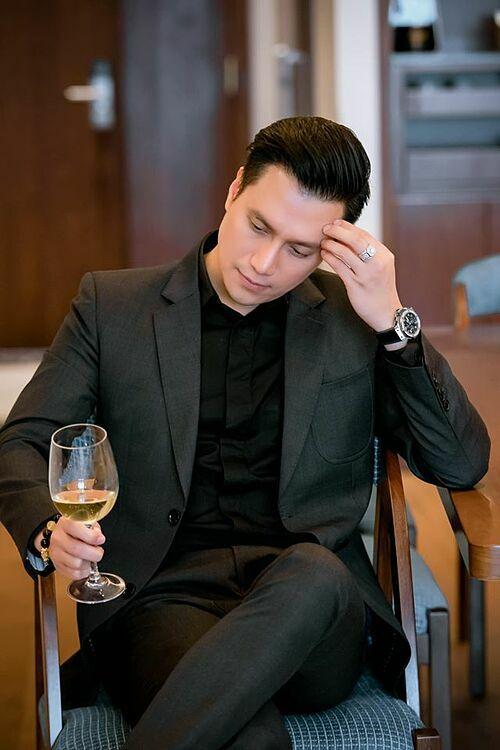 Đau đầu 14/2 Valentine nên làm gì? Thôi, tầm này ở nhà ăn uống rồi các thứ các kiểu cho lành, diễn viên Việt Anh chia sẻ.