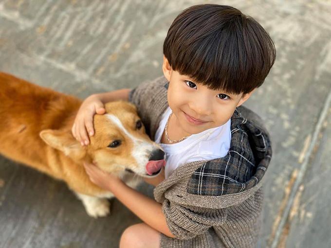 Khải Nguyên - cậu con trai thứ hai cũng rất ngọt ngào, quan tâm đến mọi người nhưng độc lập, bướng bỉnh, liều lĩnh và quyết liệt hơn.