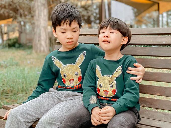 Hai anh em Khải Minh - Khải Nguyên rất yêu thương, quấn quýt nhau.Khải Minh lúc nào cũng ra dáng anh cả khi luôn luôn biết nhường nhịn, dỗ dành và bảo vệ em.