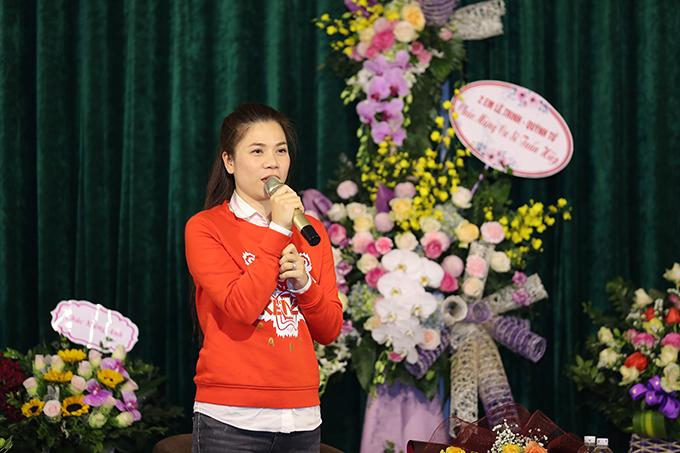 Có mặt tại buổi họp báo, Mỹ Dung đùa rằng Tuấn Hiệp nên mua độc quyền các ca khúc của Quang Long vì cô tin rằng rất nhiều ca sĩ khác bao gồm cả mình sau khi nghe ca khúc này đều muốn đặt hàng riêng để anh sáng tác cho mình.