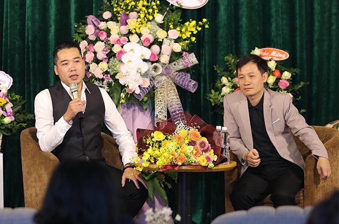 Tuấn Hiệp chia sẻ anh chơi với Nguyễn Quang Long từ lâu nhưng không ngờ bạn mình có thể sáng tác nhạc tình hay đến thế. Lần đầu tiên nghe ca khúc này, anh đã đòi được thu âm ngay lập tức. Bài hát được sáng tác từ 2018 bằngtrải nghiệm của bản thân tác giả nhưng đến năm 2019 anh mới được nghe và cảm thấy rất đồng cảm.