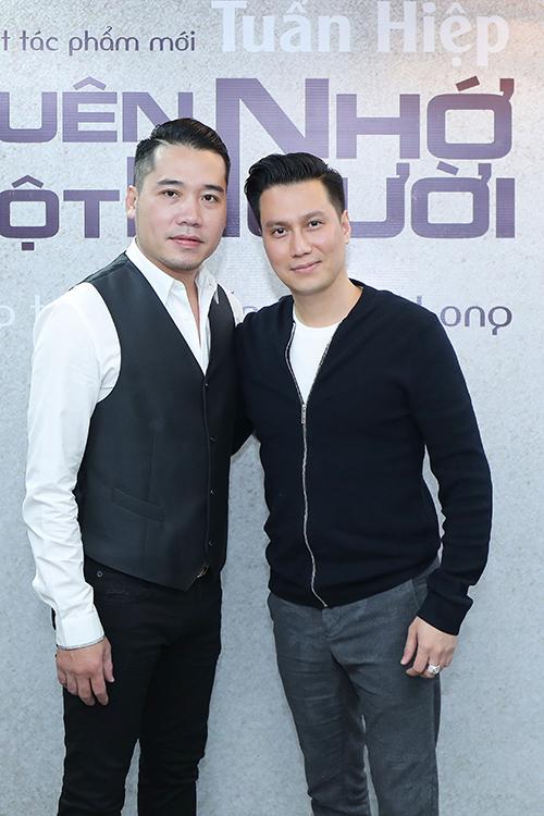Diễn viên Việt Anh là bạn thân lâu năm của Tuấn Hiệp.Cả hai từng cùng nhau trải những năm tháng tuổi trẻkhó khăn trước khi nổi tiếng và thành đạt. Việt Anh luôn ủng hộ bạn thân vô điều kiện mỗi khi Tuấn Hiệp ra sản phẩm mới.