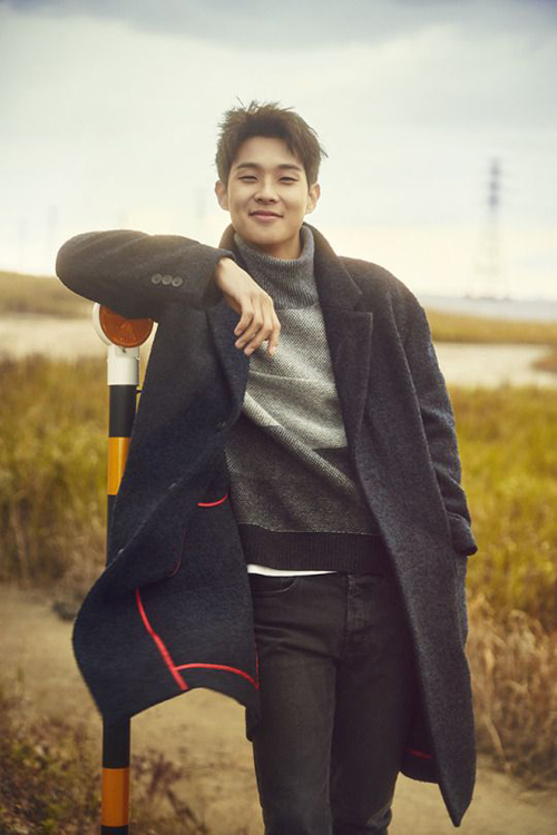 Khi tiết trời chưa chuyển sang không khí hè, phái mạnh Hà Nội có thể tham khảo phong cách thu đông của Choi Woo Sik để lên đồ sành điệu.