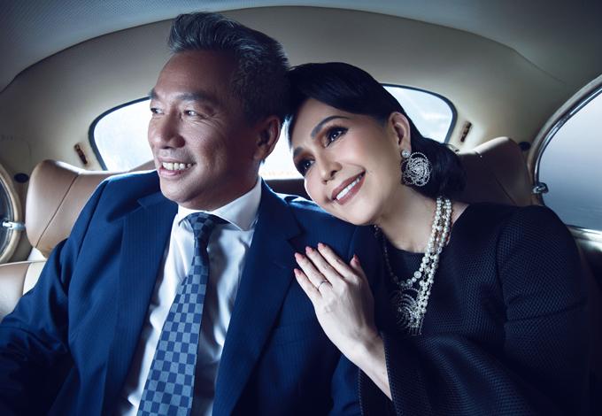 Doanh nhân Hà Tôn Đức cũng dành tặng nhiều món quà đắt tiền như nhẫn kim cương tặng Diễm My trong dịp đặc biệt.