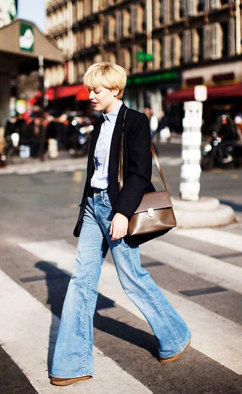 Quần jeans ống loe đậm chất hoài cổ tiếp tục nhận được sự yêu mến của phái đẹp. Nó được dùng để mix đồ đi làm, dạo phố và tham gia tiệc nhẹ.