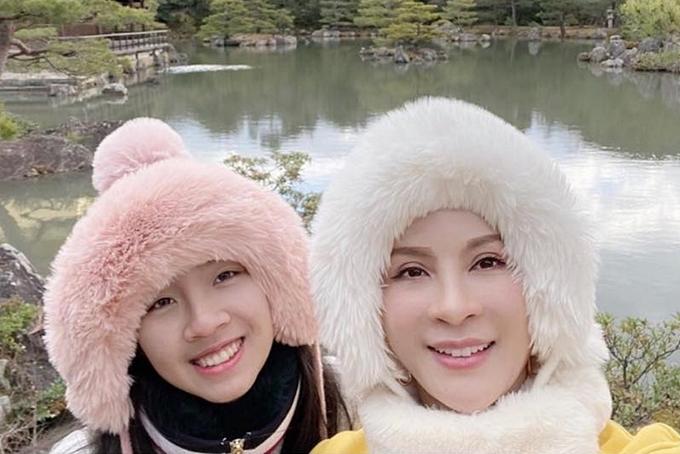 Thời gian qua, nữ MC Sức sống mới giấu kín hình ảnh con gái, chỉ thình thoảng đăng video hai mẹ con được quay từ xa trên trang cá nhân.