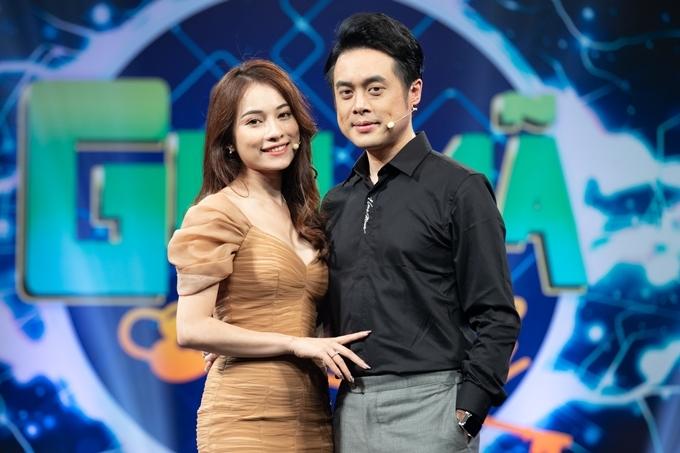 Vợ chồng Dương Khắc Linh - Sara Lưu tại chương trình.