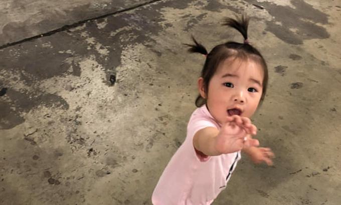 Bé Chloe Luo đang ở Tùy Châu, thành phố cách Vũ Hán 3 giờ lái xe, với bà ngoại. Ảnh: Yufei Luo.