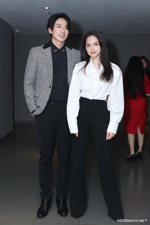 Hương Giang đóng cặp với diễn viên Tuấn Trần. Trò chuyện với Ngoisao.net, cô từng tiết lộ hai người rất chật vật khi đóng cảnh hôn nhau ngay ngày quay đầu tiên.