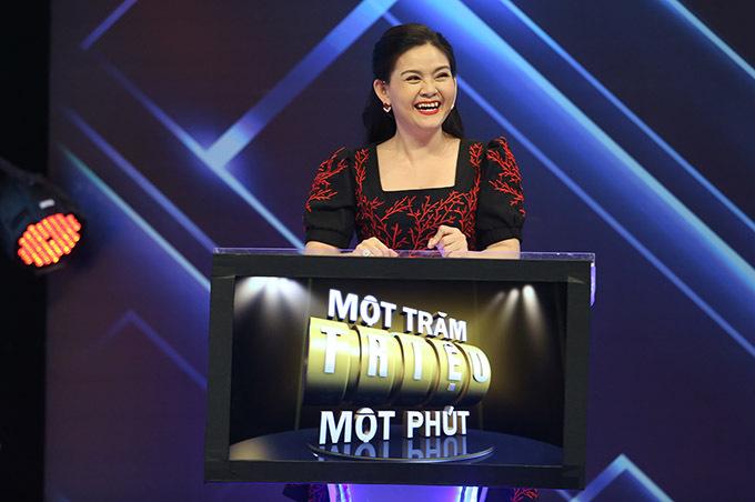 Bà xã Kim Tử Long tiết lộ chồng có biệt danh Thánh ăn gian khi chơi gameshow/. Trong chương trình này anh nhiều lần đưa ra lời khuyên sai, khiến con gái nuôi Bình Tinh bị mất điểm.