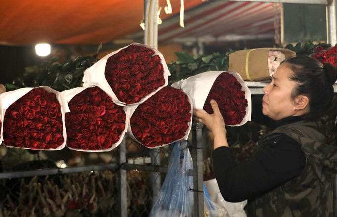 Tiểu thương chợ hoa thua lỗ ngày Valentine