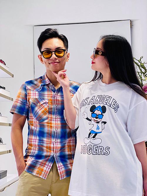 Phan Hiển đưa Khánh Thi đi mua sắm.