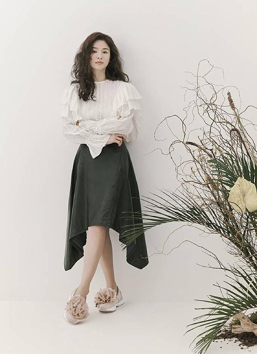 Song Hye Kyo để tóc xù - 3