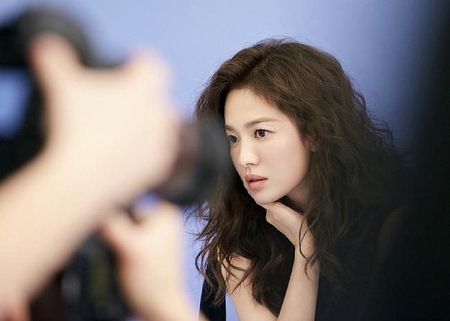 Ngôi sao Hàn trong những tấm hình chụp hậu trường.